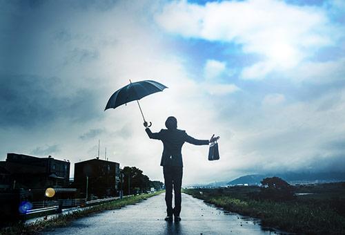 晴れの日に傘イメージ